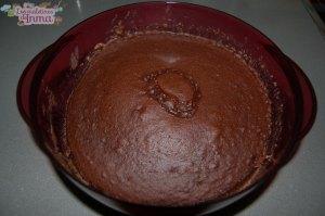 Bizcocho de chocolate en el microoplus